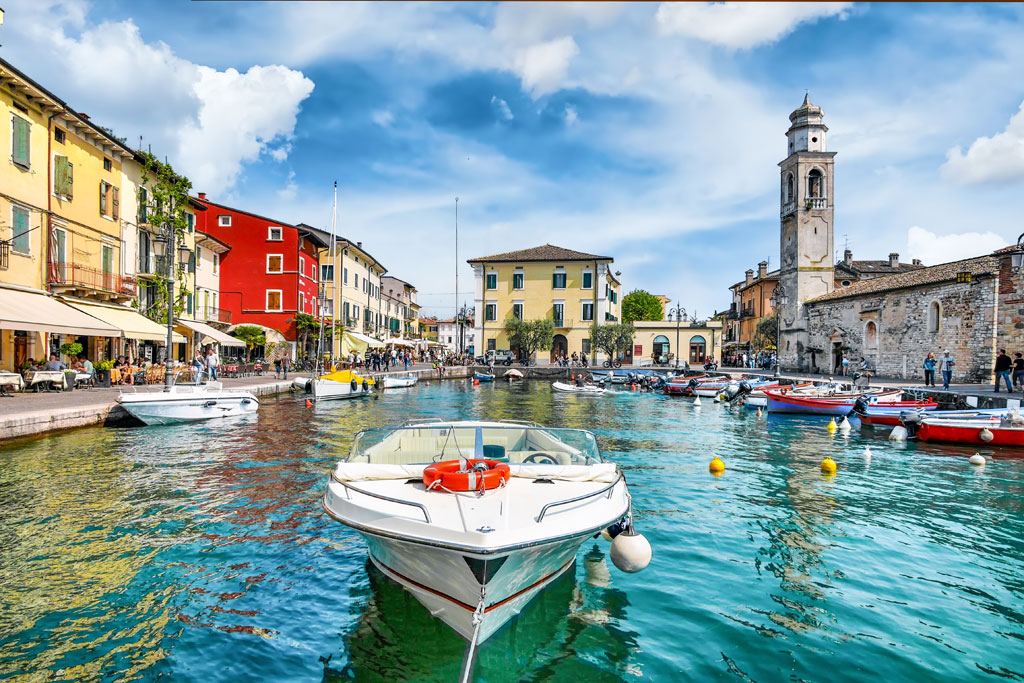 Lazise: the town of sandy beaches