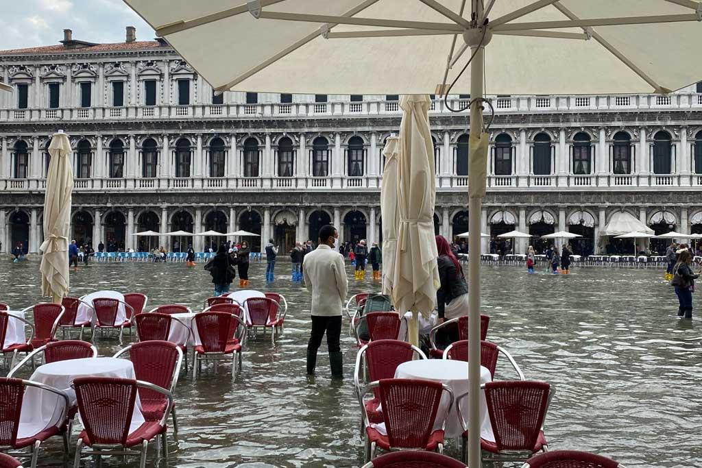 Restaurants in Venice acqua alta