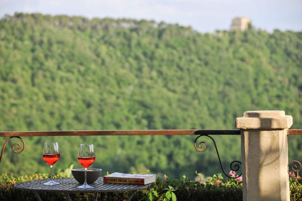 Il aperitivo italiano in a luxury villa in Tuscany