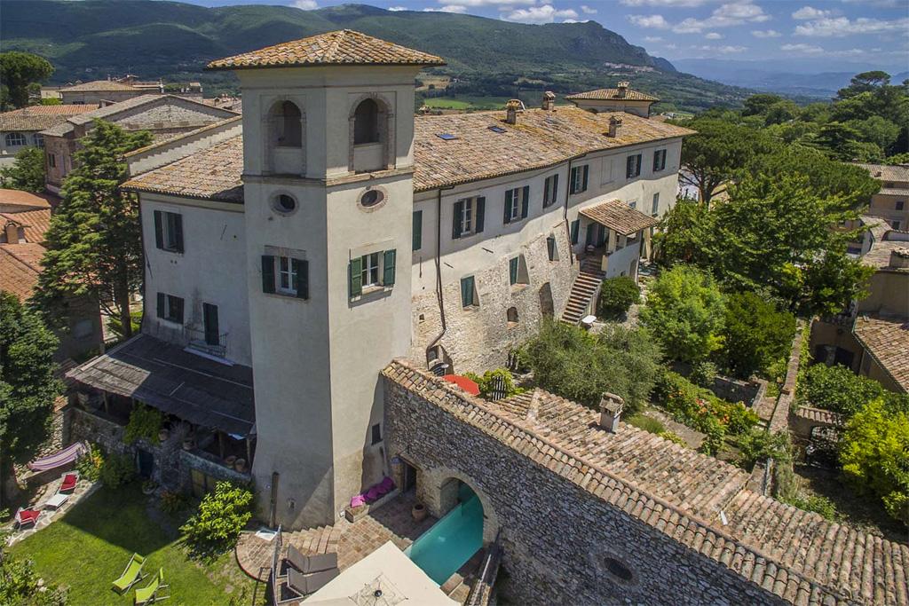 Santi Terzi luxury villa near Todi Umbria
