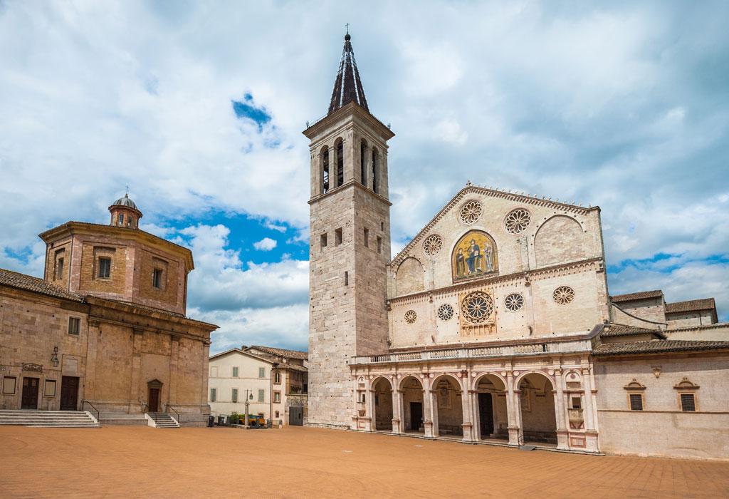 ARCHIVO N.°:  99322739  Previsualizar recorte  Buscar similares Spoleto, Umbria. La Rocca Albornoziana e il Ponte delle Torri al tramonto