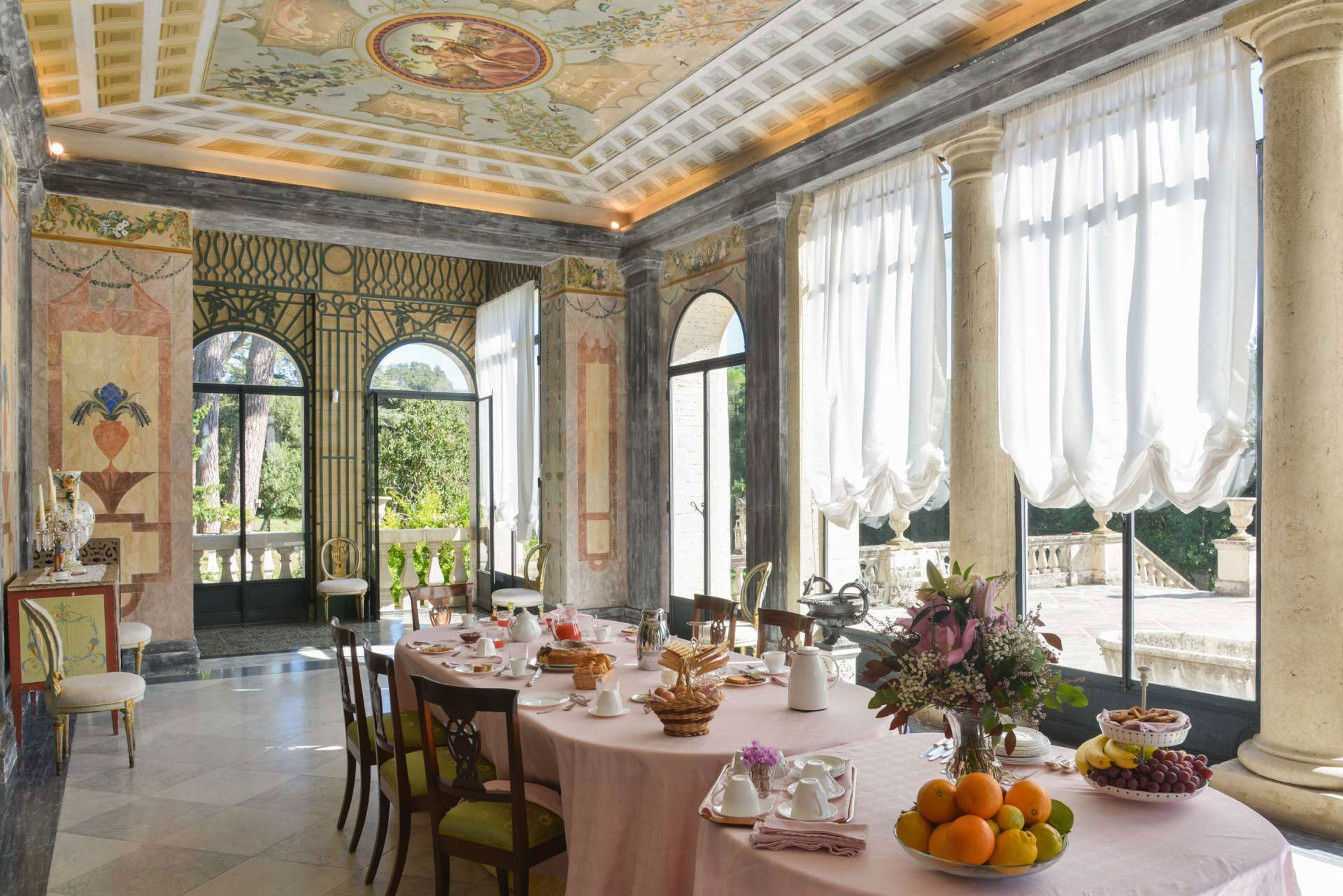 Eating Breakfast like an Italian: A Food Guide from Caffè Latte to Cornetto.