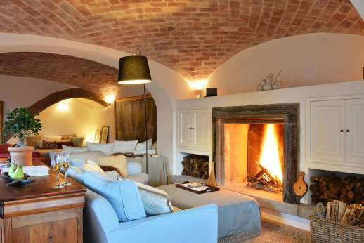 La Ciambella - Large living room with vaulted brick ceilings and a fireplace.