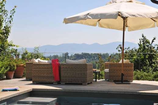 La Ciambella - Shaded seating area, with views.