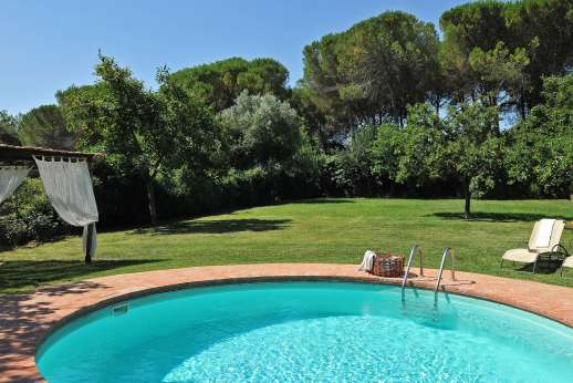 Villa di Bonorlo - The private and gated swimming pool, 5 x 5 meter/16 x 16 feet.