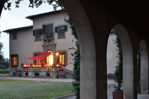 Villa di Bonorlo - The terrace, facing the garden and is contoured by classic porticoes.