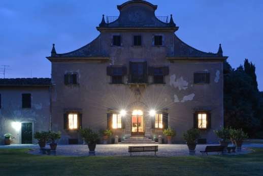 Villa di Bonorlo - A magical 16th century Chianti manor house at the heart of a wine estate.