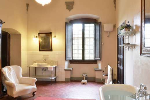 Villa di Bonorlo - En suite to the twin bedroom with bath.
