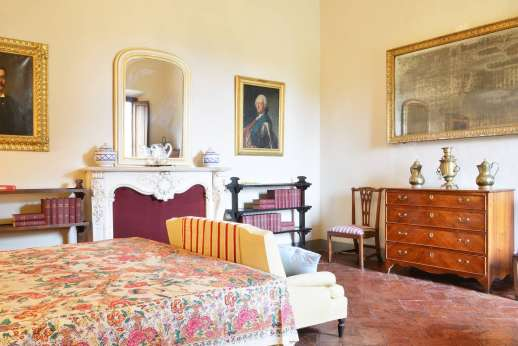 Villa di Bonorlo - Double bedroom with en suite with shower located on the ground floor.