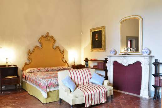 Villa di Bonorlo - Reverse angle of double bedroom with decorative fireplace.