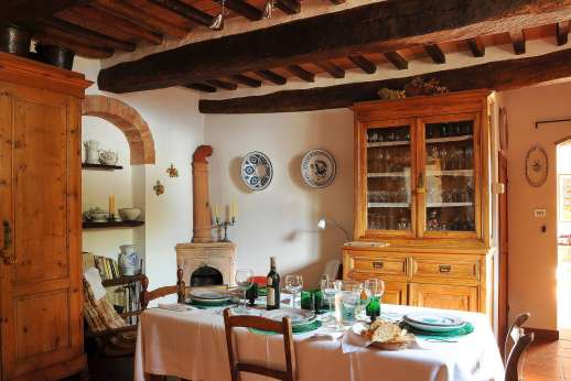 Casa Grazia - The dining room is cosy and charming.