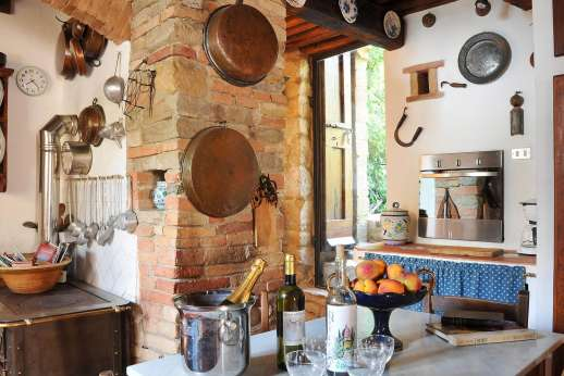 Casa Grazia - Well equipped kitchen with both modern and traditional appliances.