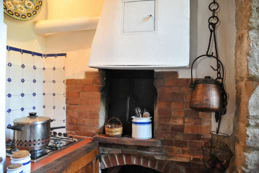 Casa Grazia - Another area of the kitchen with gas hobs.