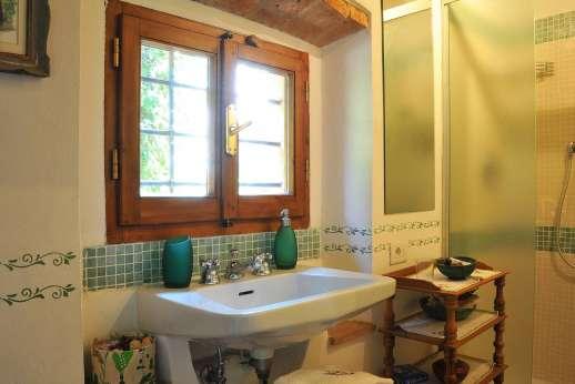 Casa Grazia - The second bathroom with shower.