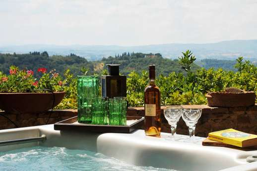 Casa Grazia - The views have changed little over the centuries, can be admired especially from the hot tub positioned at the edge of the terrace.