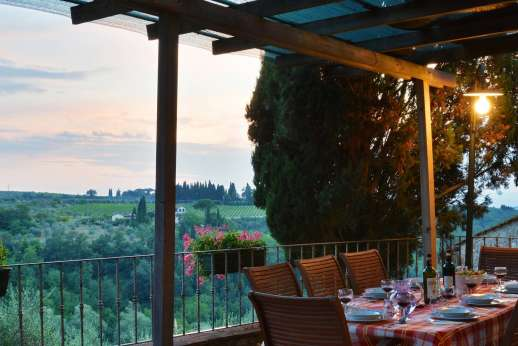 Il Giogo - Dine al fresco overlooking the Chianti countryside.