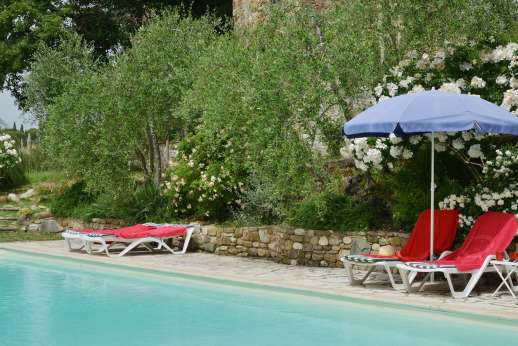 Il Giogo - Relax by the pool immersed in greenery.