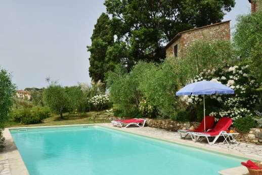 Il Giogo - Pool terrace enjoys beautiful views.