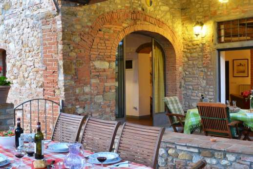 Il Giogo - Covered dining loggia and terrace leading out from the ground floor kitchen/sitting room.