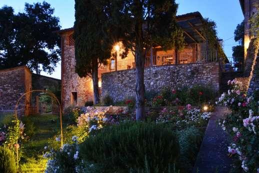 Il Giogo - The old stone farmhouse forms part of a small Renaissance hamlet.