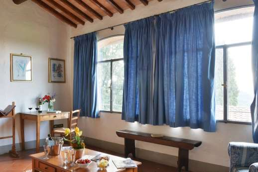 Il Giogo - Living room, first floor with views of the countryside.