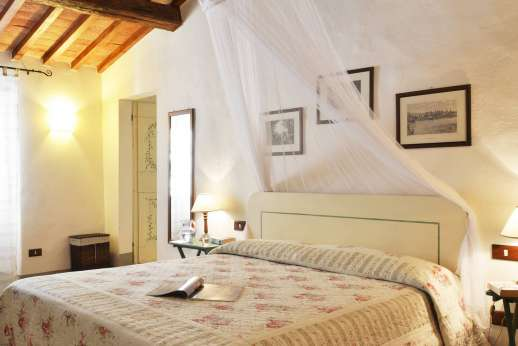 Il Giogo - Master double bedroom on the first floor.