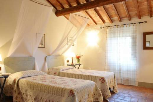 Il Giogo - Twin bedroom on the first floor.