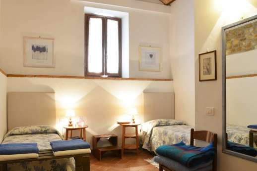 Il Giogo - Second twin bedroom on the ground floor also with en suite bathroom and shower.