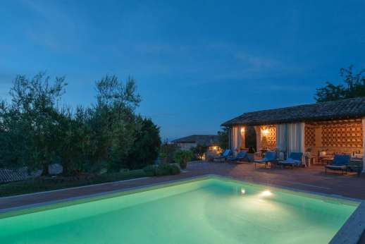 Il Nestorello - Enjoy a relaxing swim and poolside at night