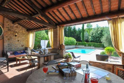 Il Nestorello - The converted barn by the pool offers a seating and dining area.