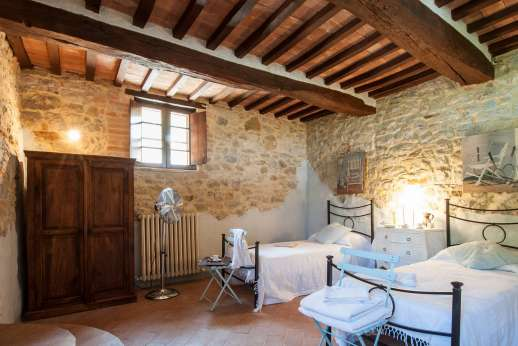 Il Nestorello - First floor, twin bedroom with a private bathroom with shower.