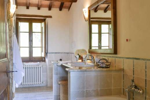Il Nestorello - Bathroom with bath