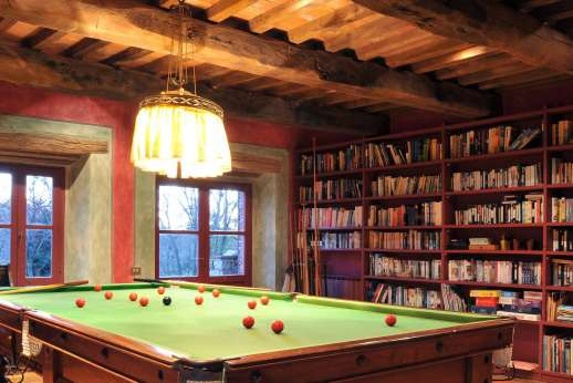 I Poggi  - Billiards room and library with large selection of English books.