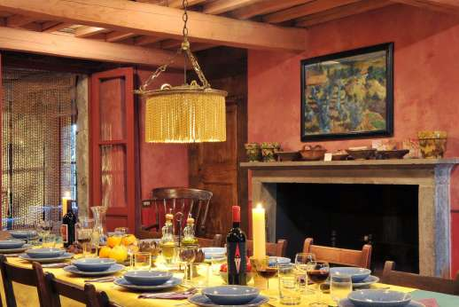 I Poggi  - Dining room and open fireplace.