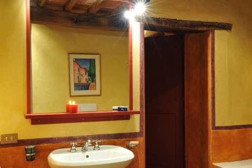 I Poggi  - An en suite bathroom.