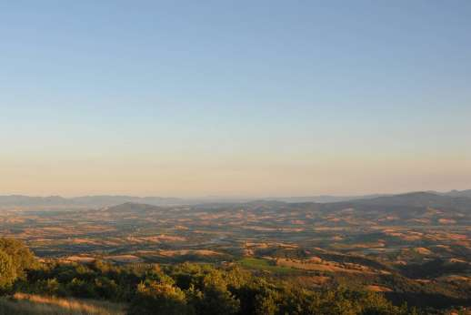 I Poggi  - The rolling Maremma countryside just 40 minute drive from the sea.
