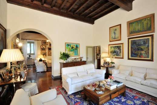 Villa di Citille - Two large sittings rooms each with high beamed ceilings