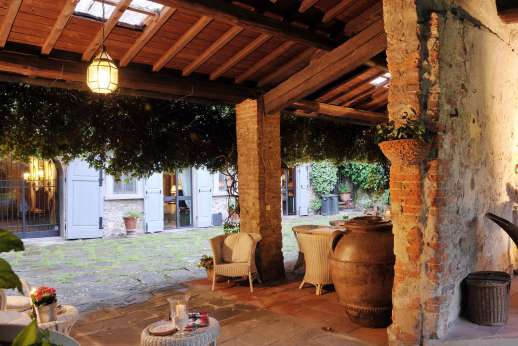 Villa di Citille - The loggia has lighting and can be enjoyed in the evening