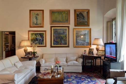 Villa di Citille - Two large sittings rooms each with high beamed ceilings and both leading out to the courtyard.
