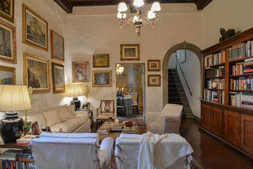 Villa di Citille - Flourished with paintings and books