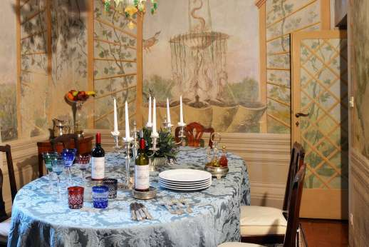Villa di Citille - Dining room leading out to the courtyard