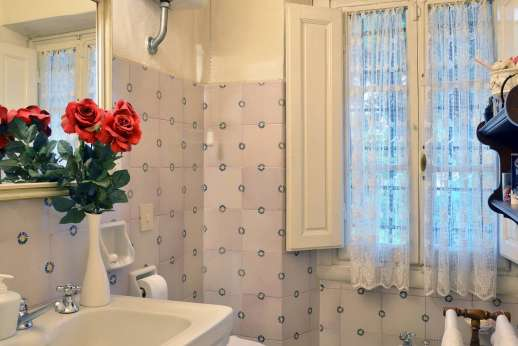 Villa di Citille - Bathroom with bath and separate shower