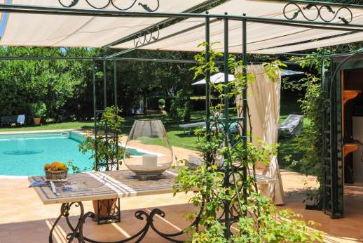La Luna - The private pool with a Roman mosaic and a pergola for shade.