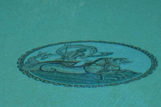 La Luna - The Roman god of water, Neptune watches over the pool of La Luna!
