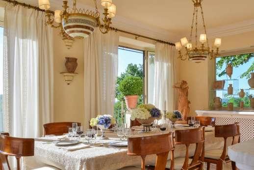 La Luna - The dining room.