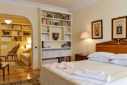 La Luna - The bedroom opens through to a suite