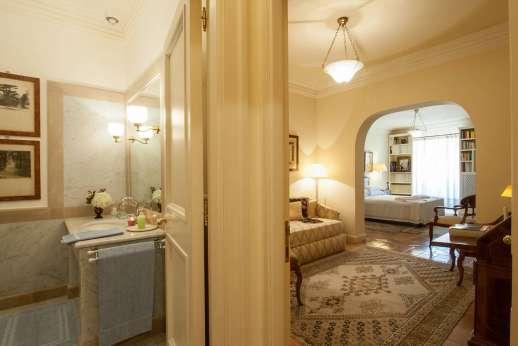 La Luna - All the bedrooms have en suite bathrooms.