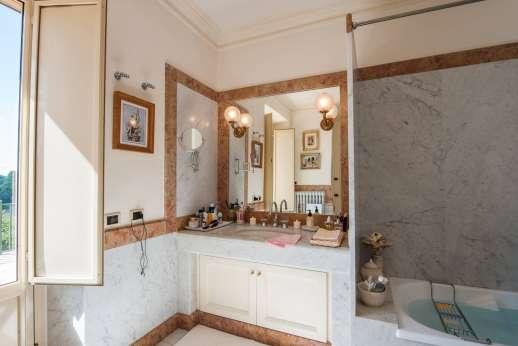 La Luna - En suite bathroom