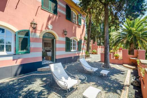 Villa Paraggi - A huge terrace of 500 sqm bordered with short walls with battlements,