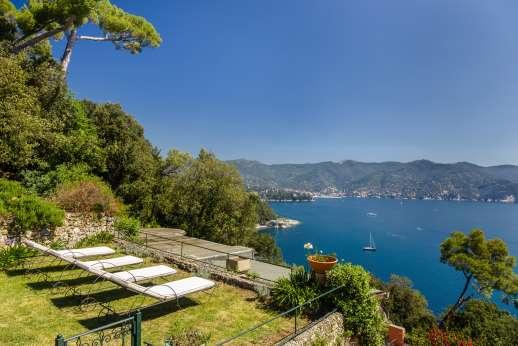 Villa Paraggi - Lawn with a view